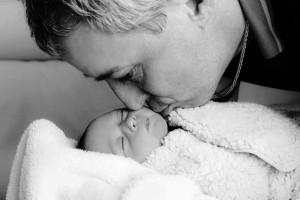 新生宝宝睡觉老是使劲怎么回事新生宝宝睡觉不踏实有什么表现