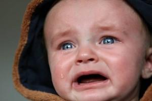 小孩哭完就睡觉好吗婴儿常见的哭闹原因