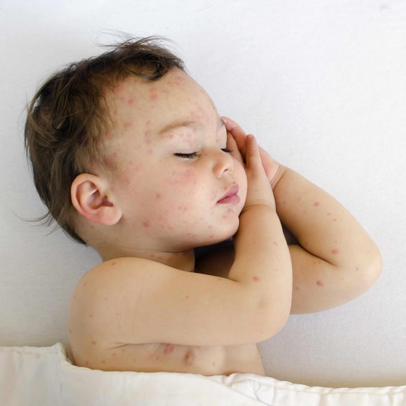 婴儿睡觉总是扭来扭去怎么办婴儿晚上哭闹不睡觉原因